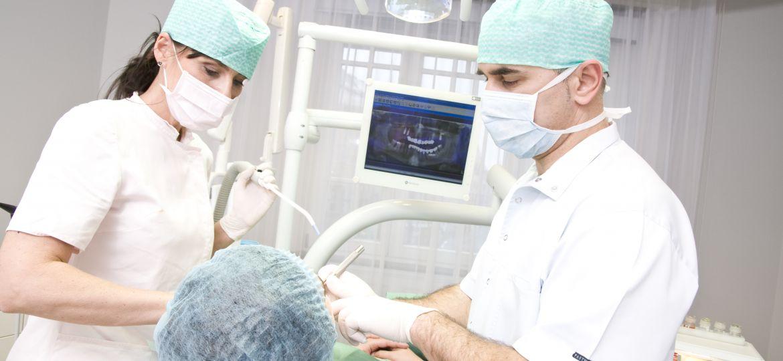 Fogászati implantátum beültetés